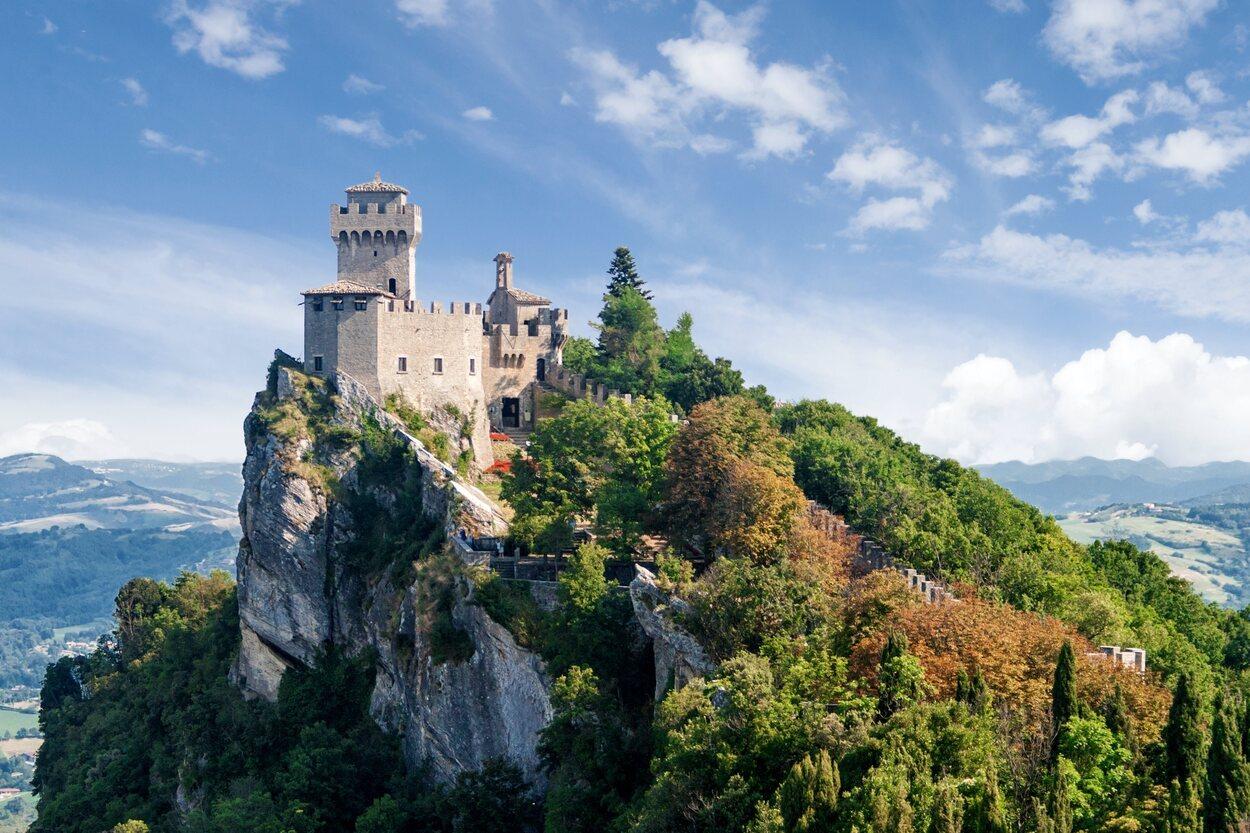 A San Marino se accede a través de la ciudad de Rímini