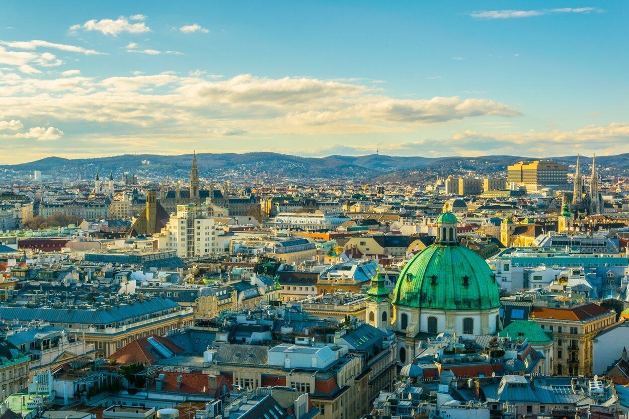 Vista aérea de Viena con la Torre del edificio del Ayuntamiento