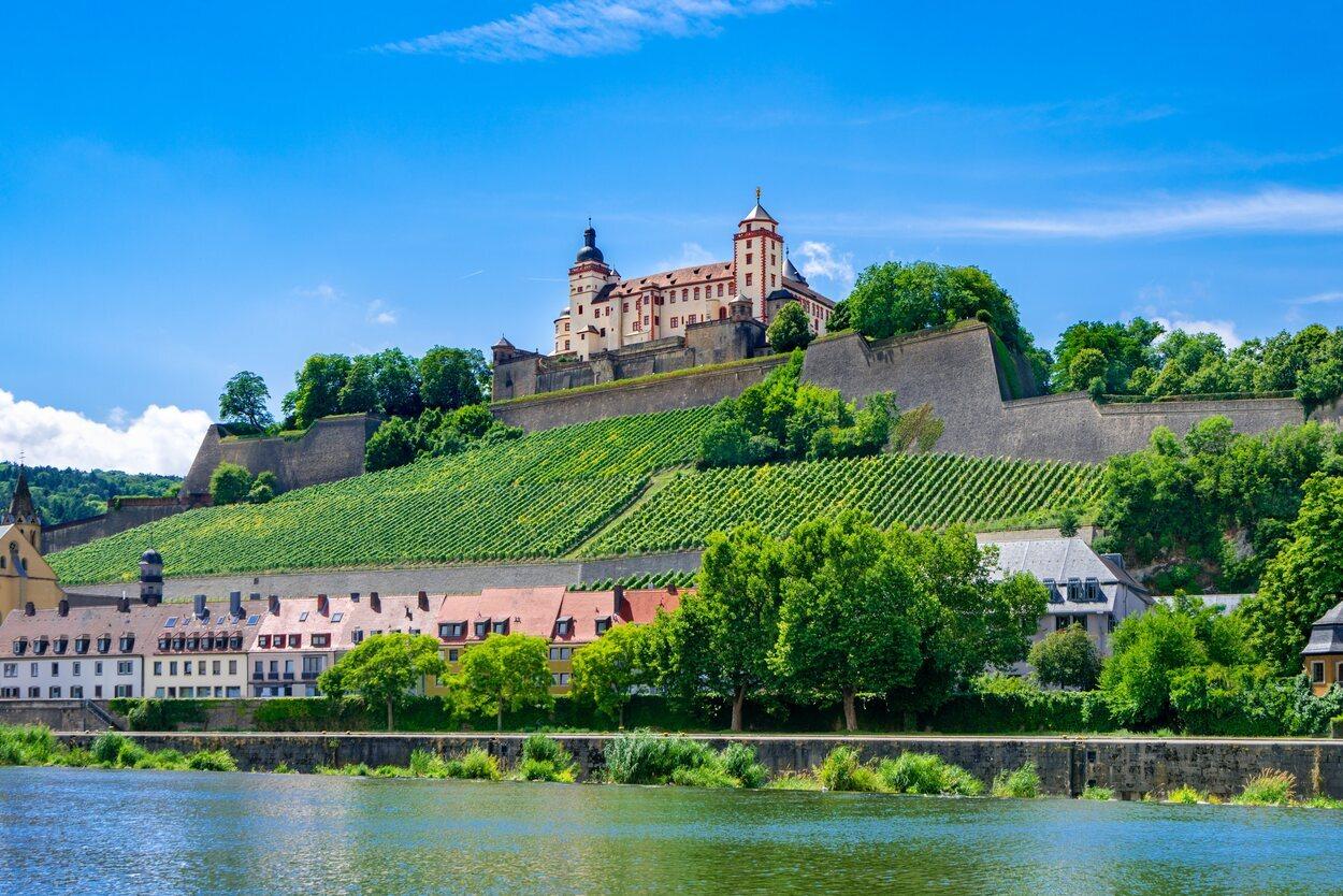 LaFortaleza de Marienberg está situada en la ciudad de Wurzburgo
