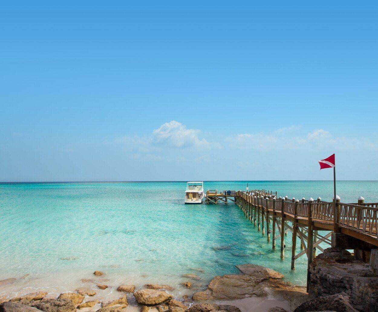 Las playas de la isla de San Salvador son de aguas cristalinas