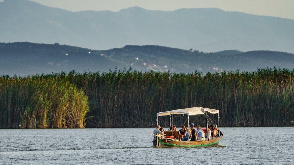 La mejor manera de disfrutar de este espacio natural es en barco