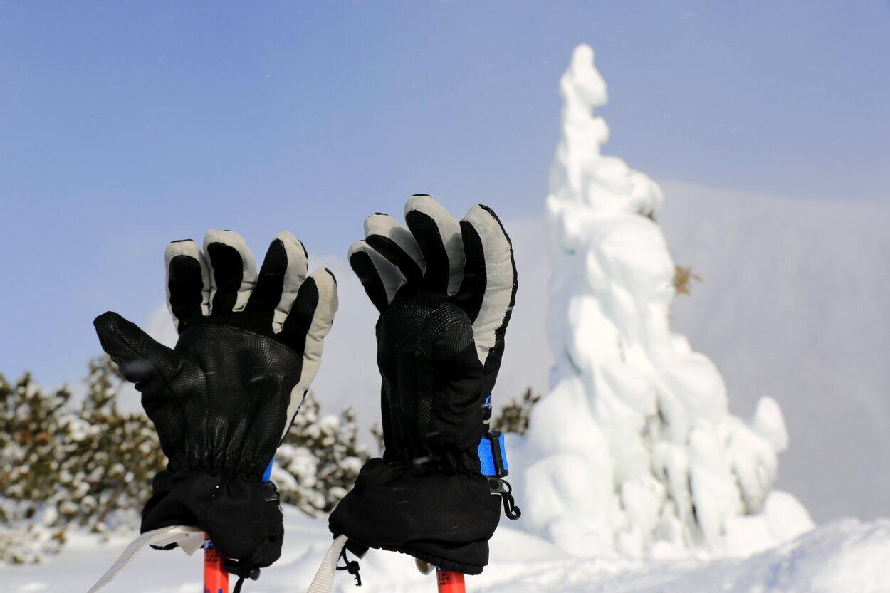 Los guantes de esquí protegen de cualquier caída