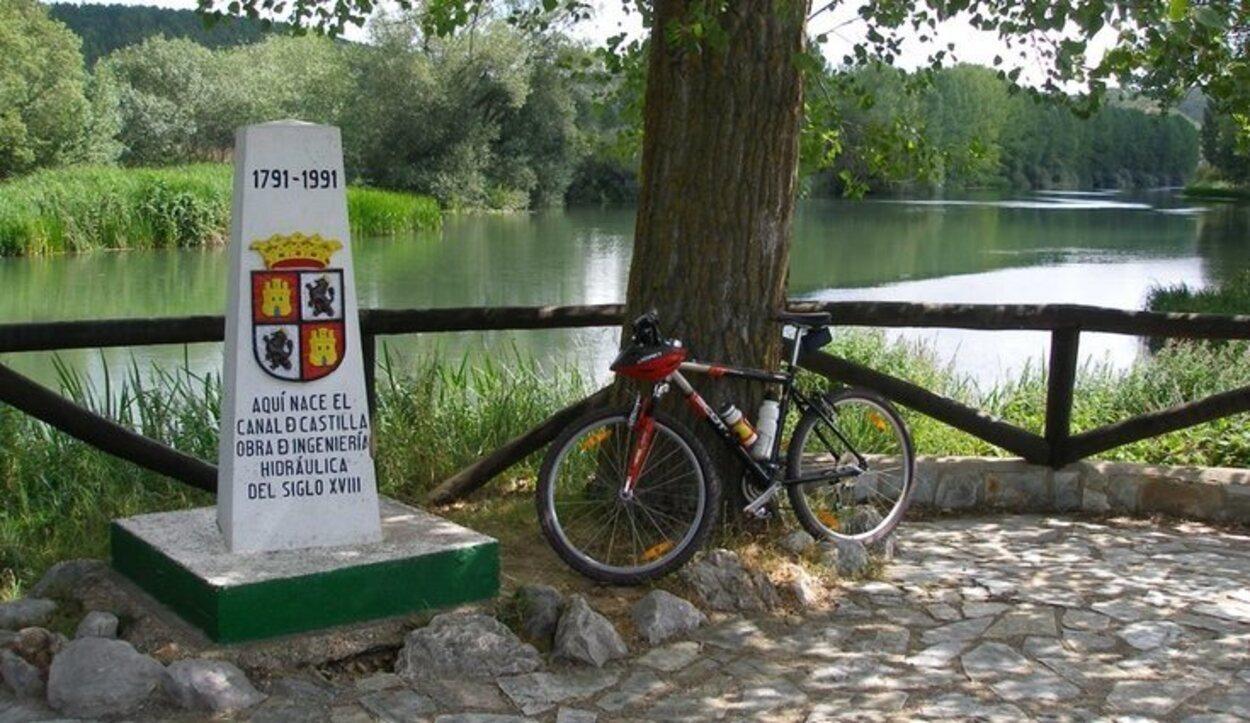 El Canal de Castilla ofrece rutas de bicicleta para recorrer su curso