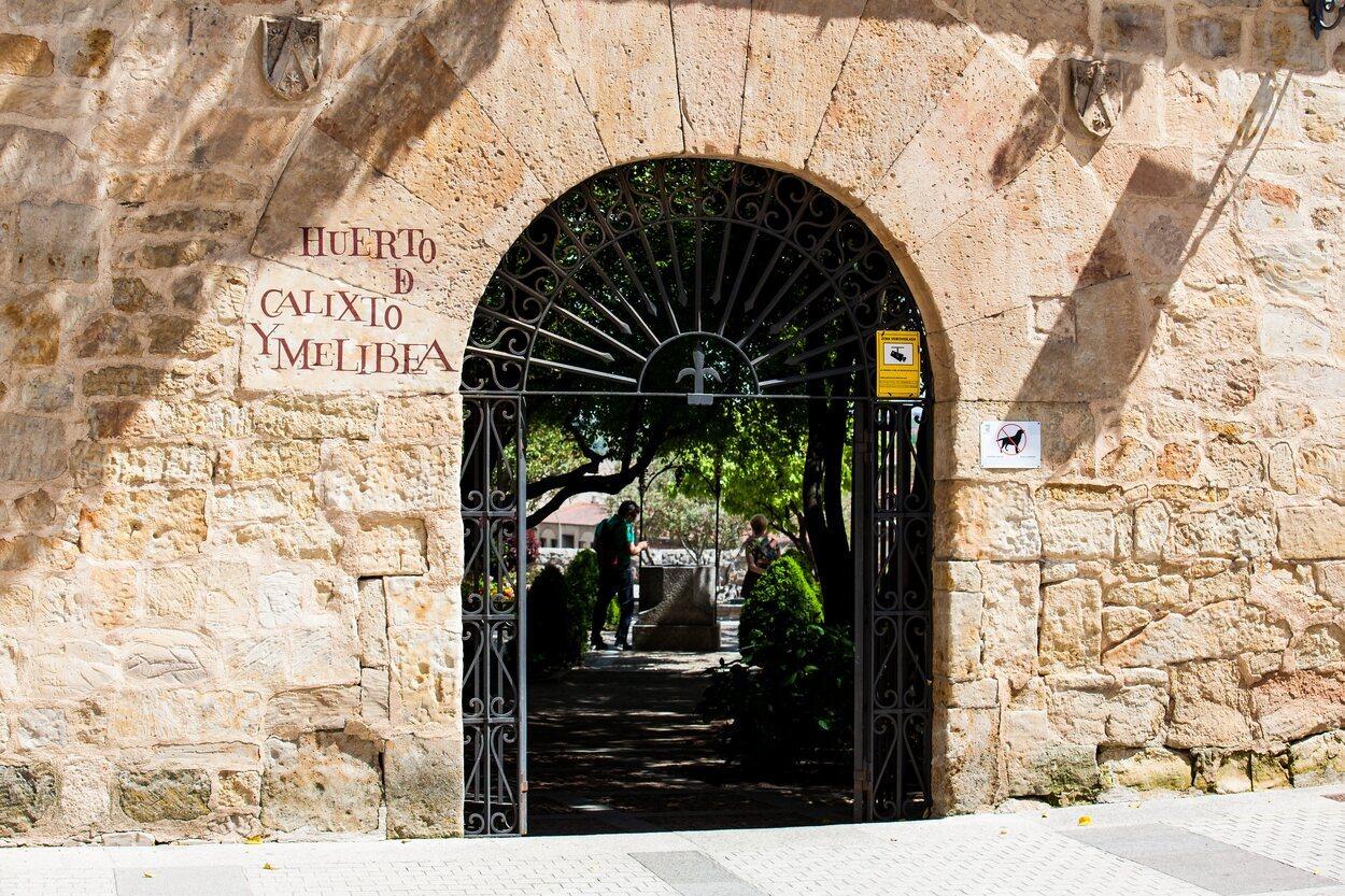Entrada al huerto de Calixto y Melibea