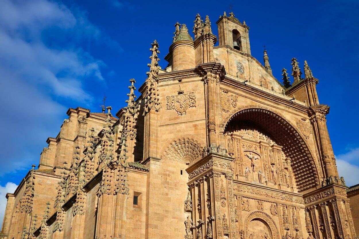 Fachada principal del Convento de San Esteban