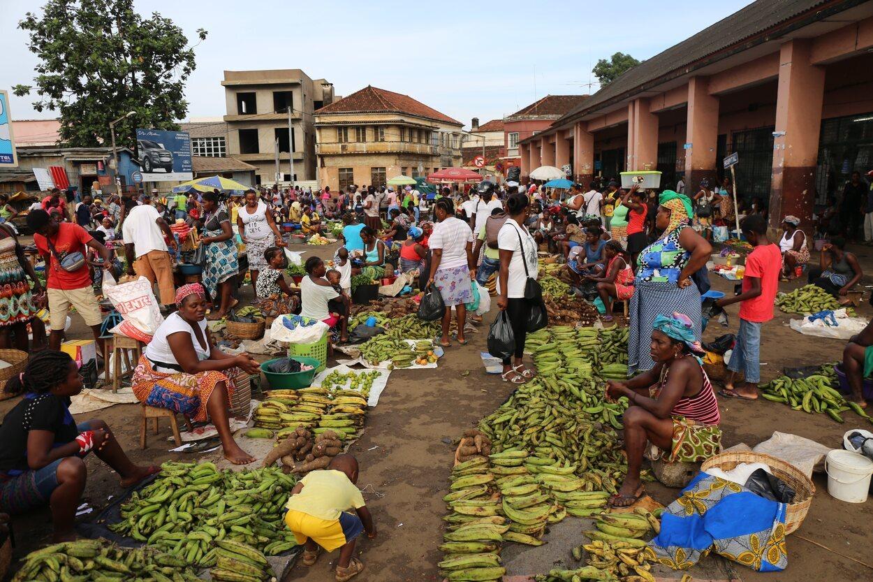 El tradicional mercado municipal de la ciudad de Santo Tomé, en Santo Tomé y Príncipe