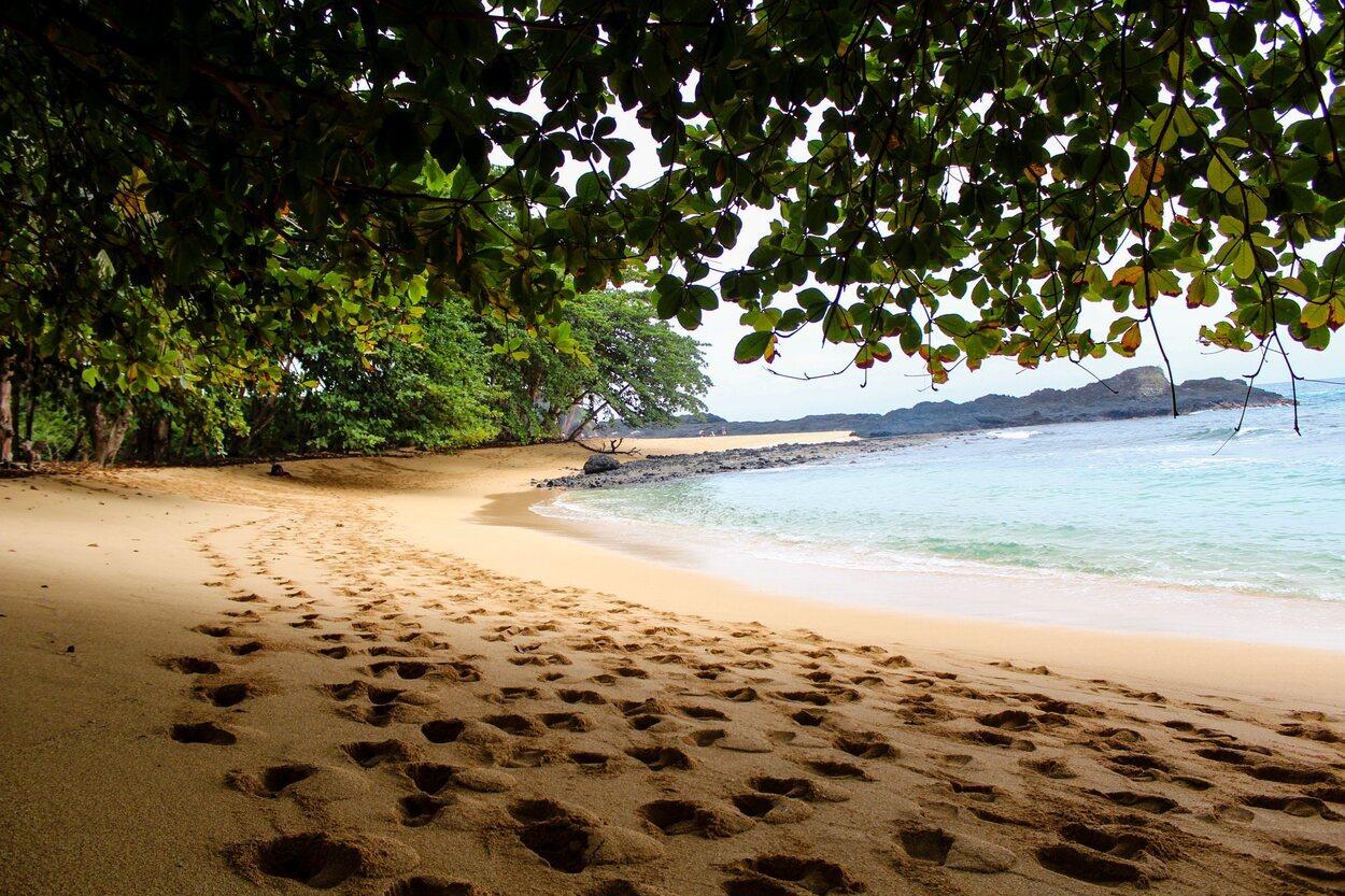 Playa Banana en la isla Príncipe, Santo Tomé y Príncipe