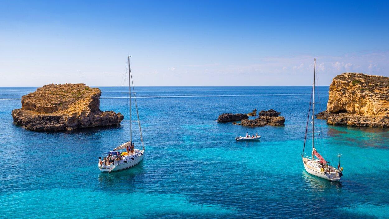 Laguna azul de la isla Comino, en Malta