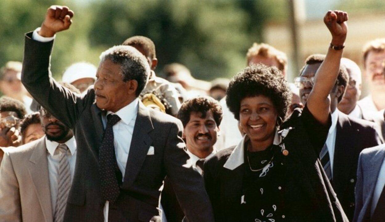 Nelson Mandela tras su salida de la prisión de Víctor Verster en 1990