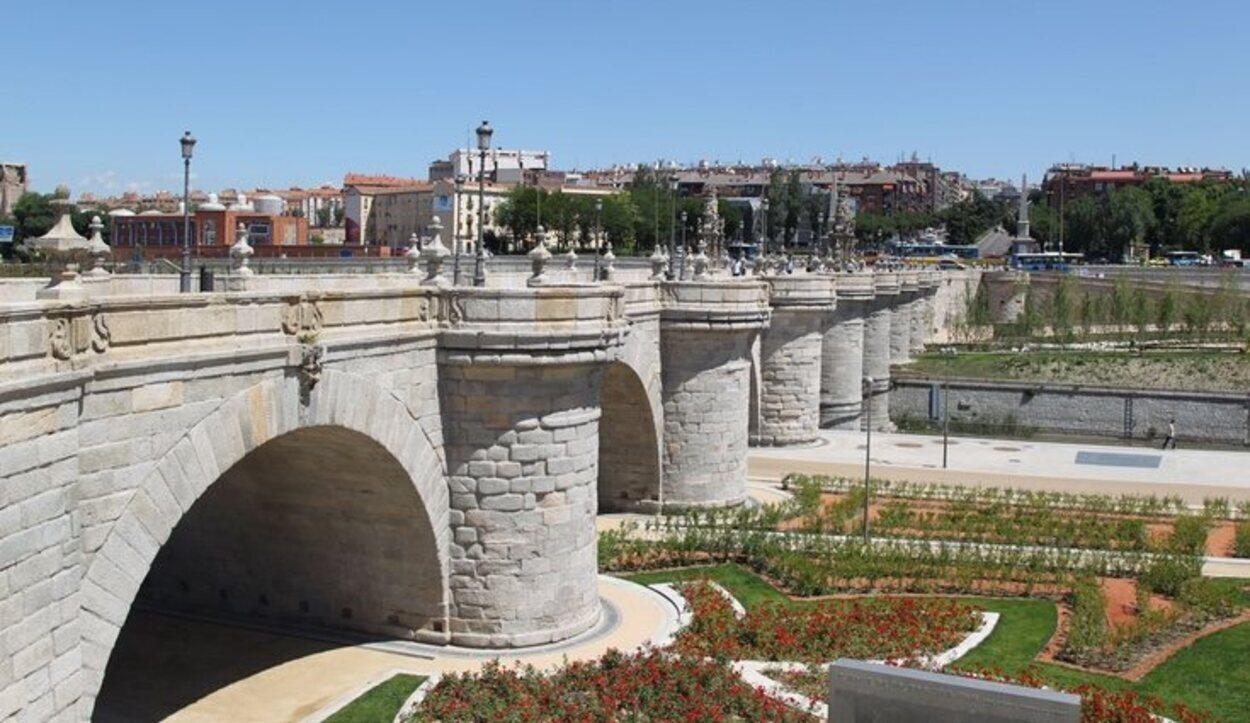Vista del Puente de Toledo sobre el río Manzanares