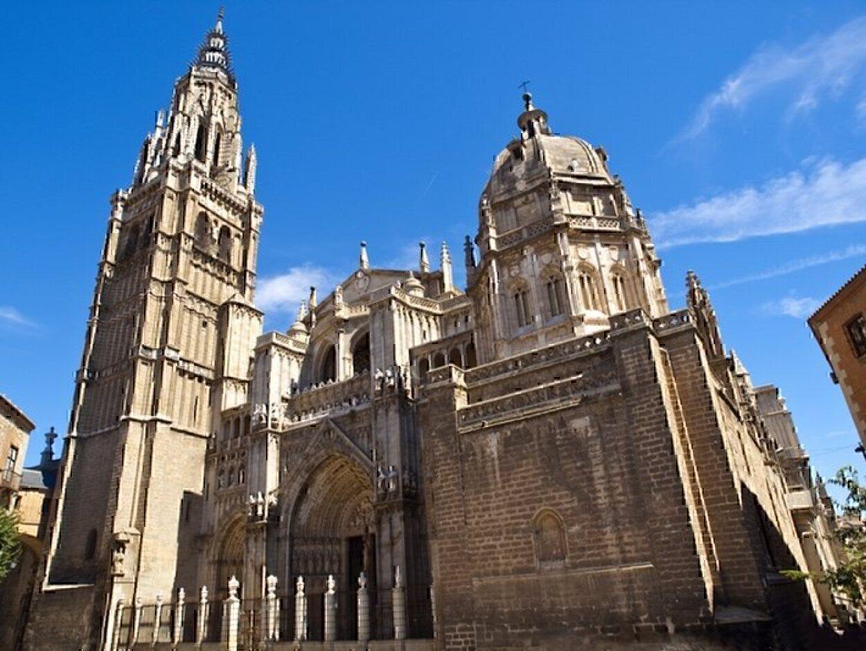 La fachada principal de la Catedral de Toledo conocida como la de los Leones