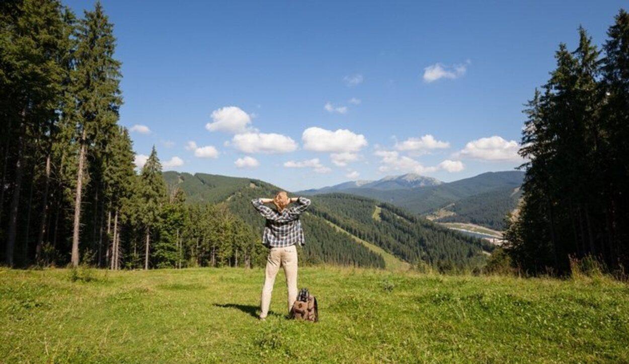 El ecoturismo está centrado en preservar y cuidar el medio ambiente y viajar a zonas naturales para entrar en contacto puro con ellas