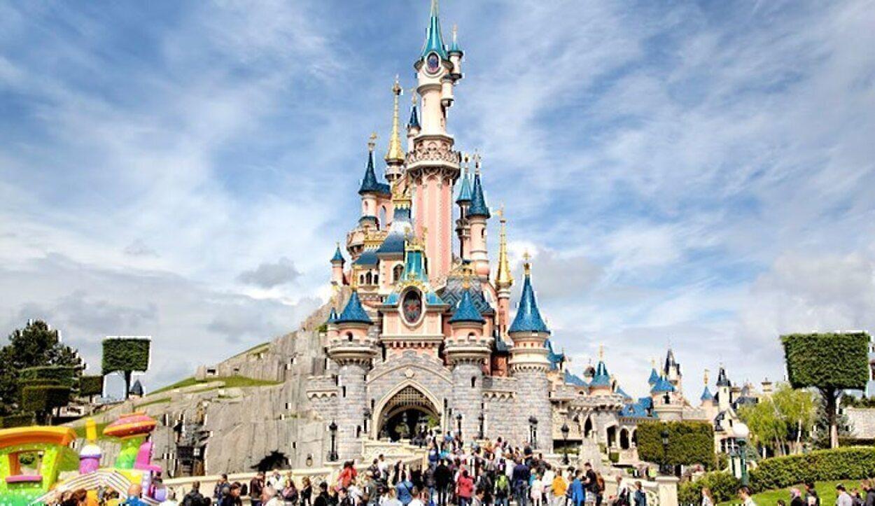 Visitar Disneyland es una experiencia altamente recomendable, y además hay unos cuantos por el mundo para que elegir el que mejor te venga