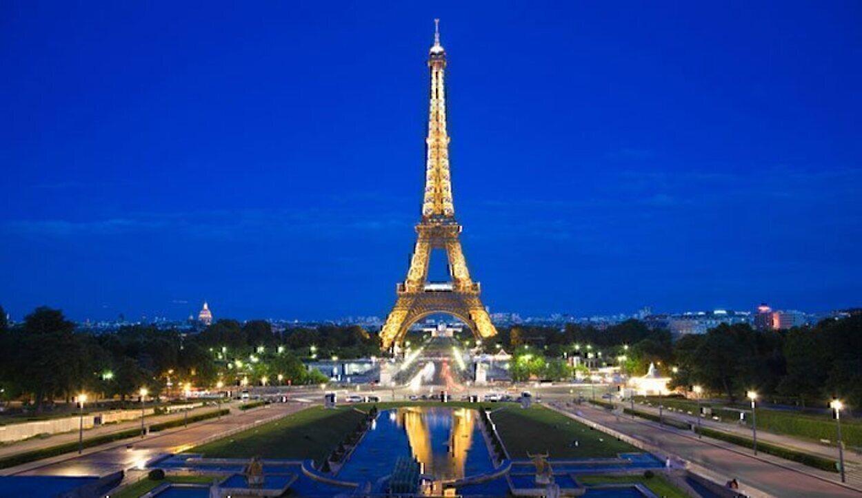 Desde la Tour Eiffel se tiene una vista majestuosa de la ciudad de París