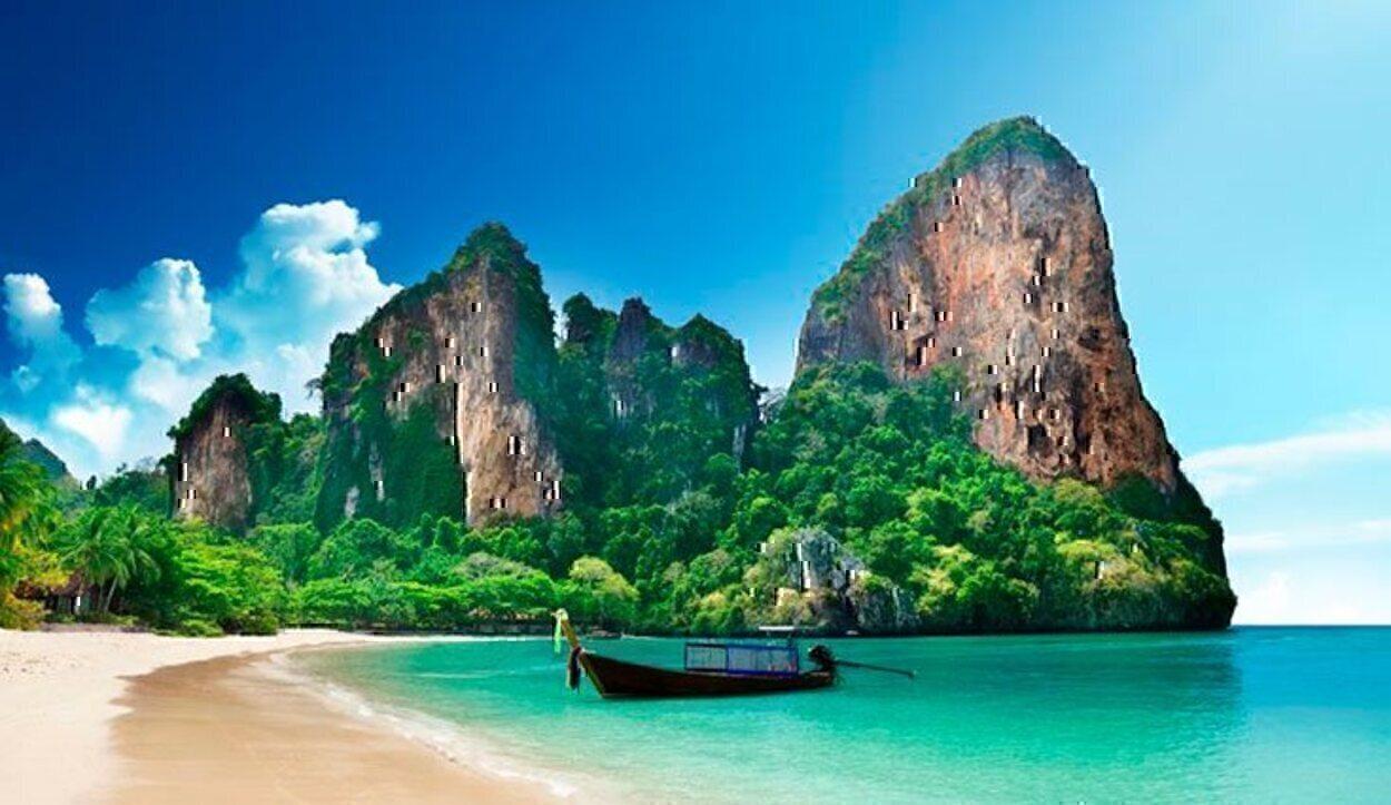 A Railay solo puedes llegar en barco, y además al acercarte a la playa tendrás que saltar al agua y tirar de tu equipaje