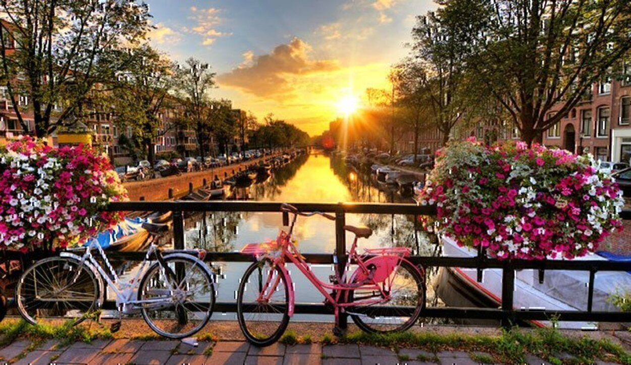 Sus edificios, sus museos, sus canales... Amsterdam enamora a cualquiera