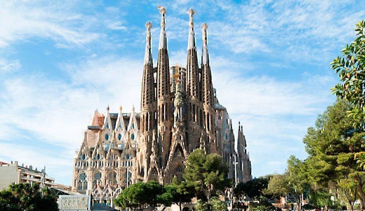 El templo de Gaudí es el símbolo del modernismo que impregna la ciudad
