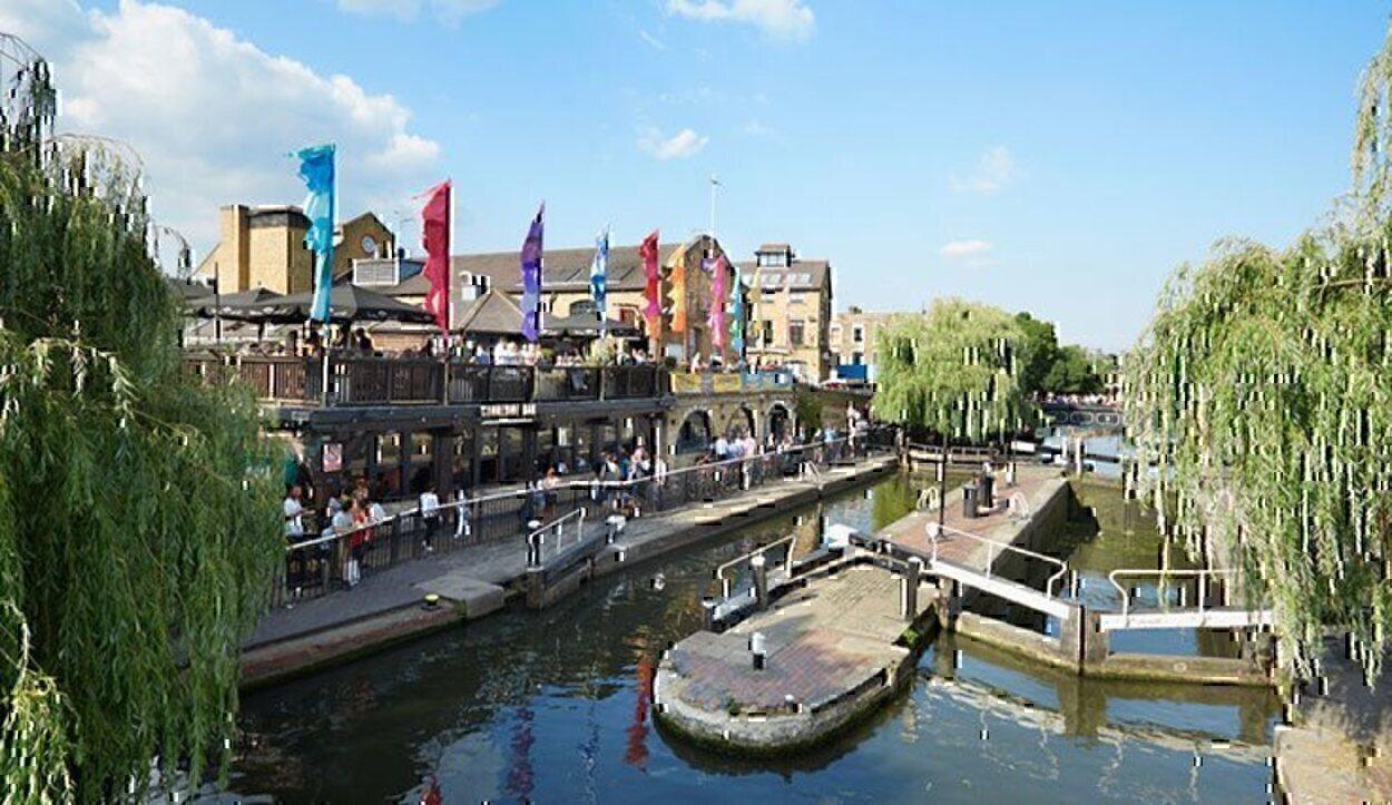 Camden Town fue el hogar de Amy Winehouse y alberga una estatua de la cantante