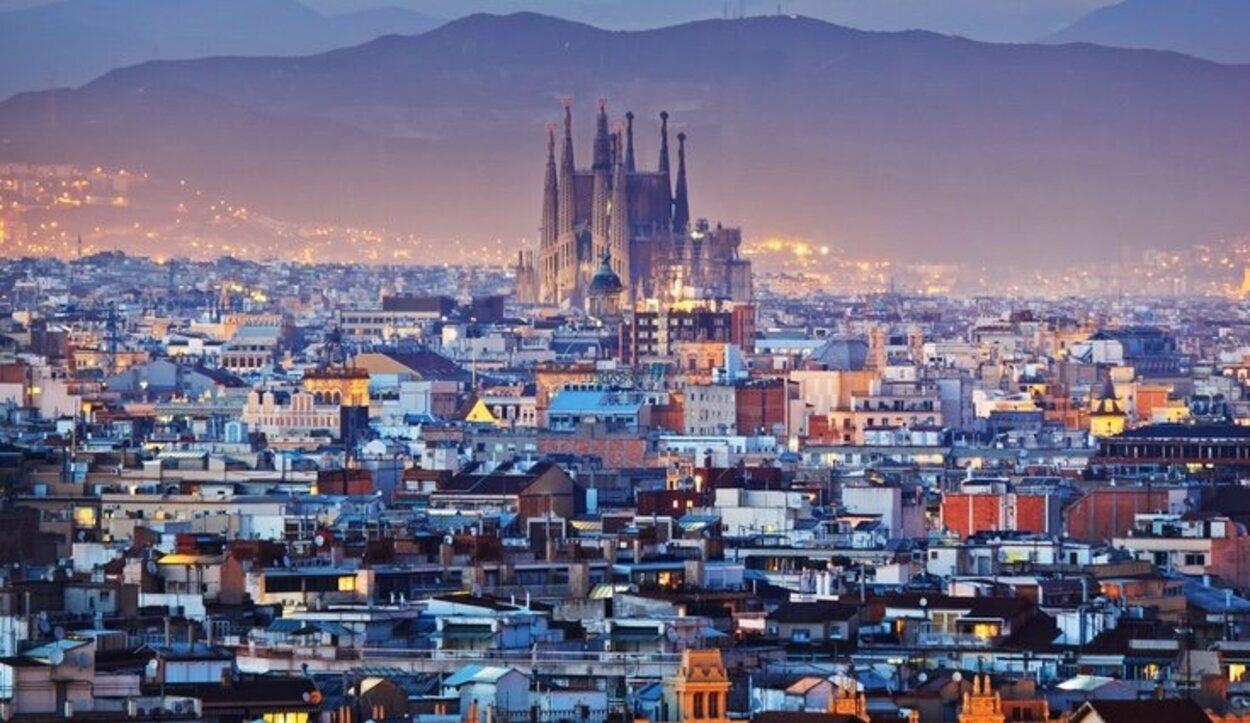 El ambiente urbano y artístico de Barcelona enamora a las parejas que la visitan