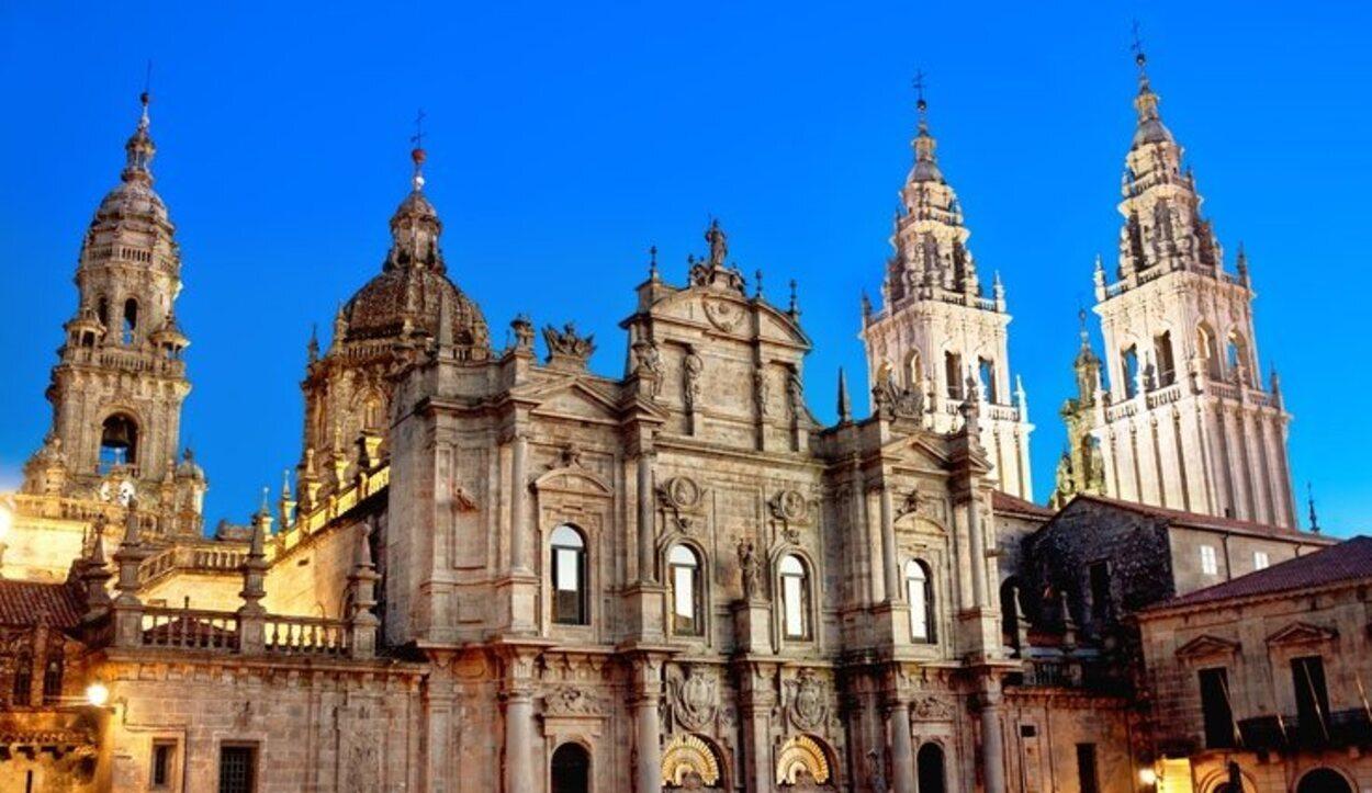La Catedral de Santiago es un icono por ser el final del emblemático Camino de Santiago