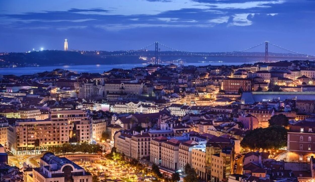 Las playas de Cascais y la Costa de Caparica con las zonas con mar más emblemáticas de Lisboa