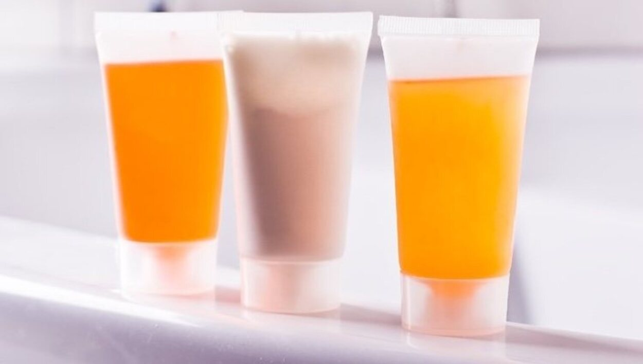 Líquidos, cremas o similares en envases que no superen los 100ml