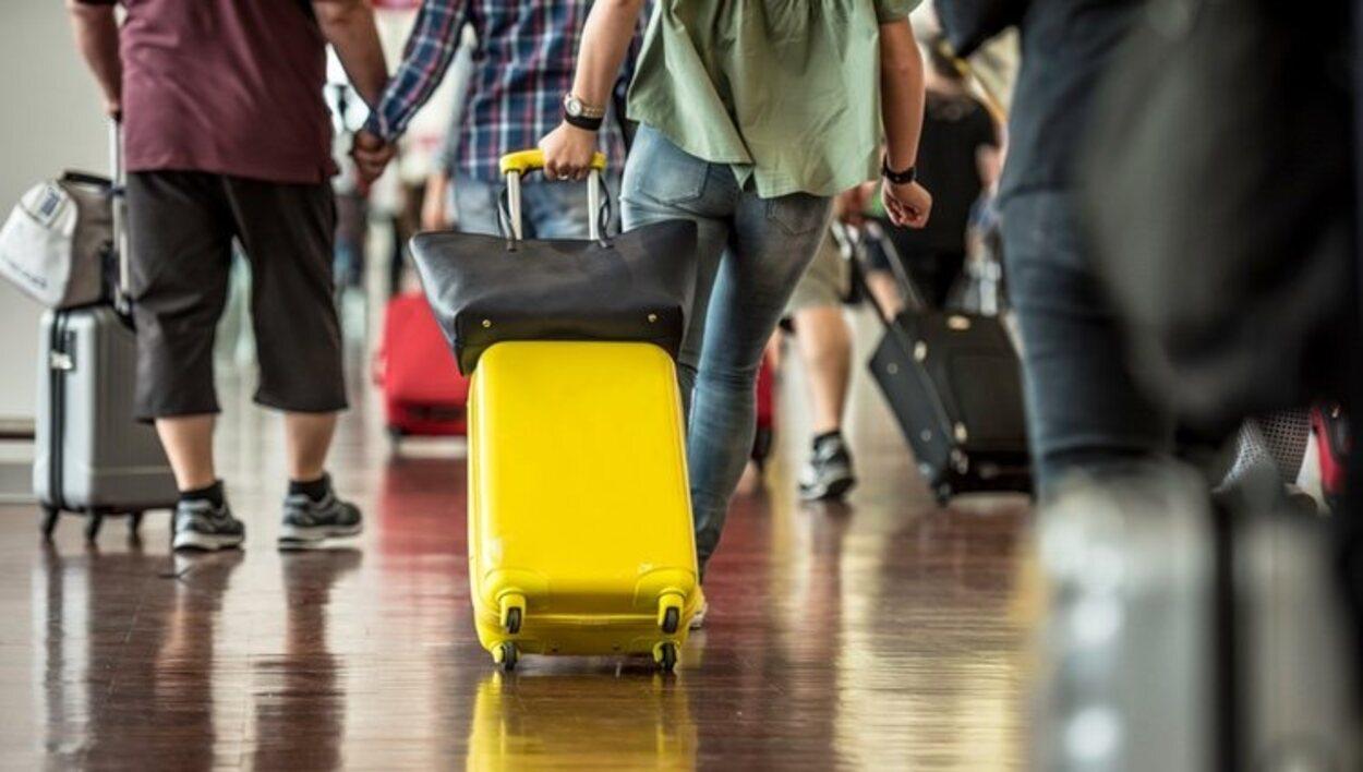 La maleta que vaya en cabina debe caber en los medidores