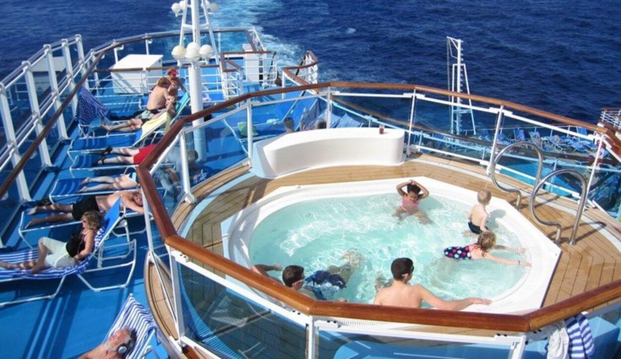 En el jacuzzi y la piscina puedes disfrutar sin hacer un pago extra