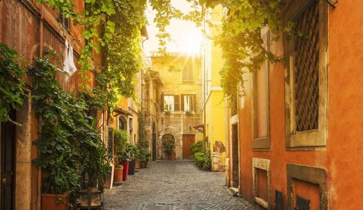 El barrio del Trastevere está situado al otro lado del río Tíber y destaca por su ambiente intimista