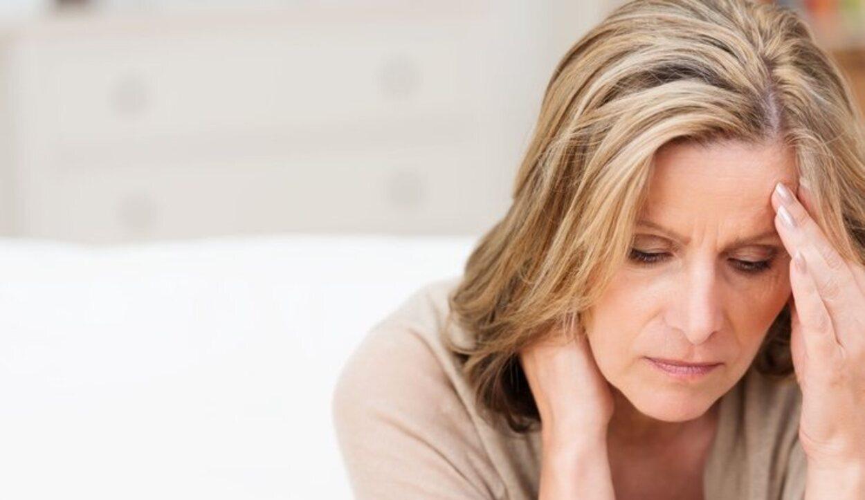 Evita bebidas con cafeína o alcohólicas, ya que pueden agravar los síntomas del estrés posvacacional