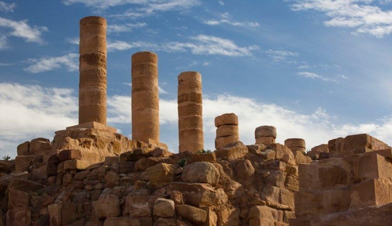 Petra está situada a 262 kilómetros de Amman, la capital de Jordania