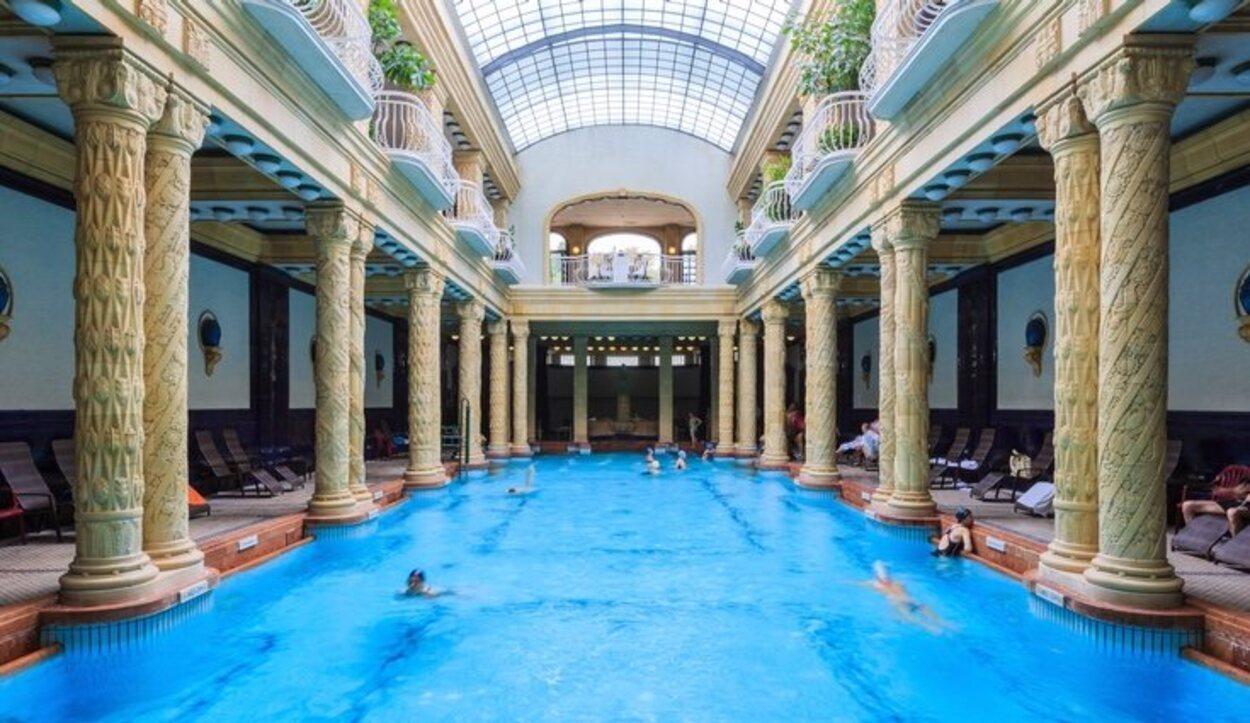 Los balnearios más destacados de Budapest son Gellért, el Széchenyi o el Rudas