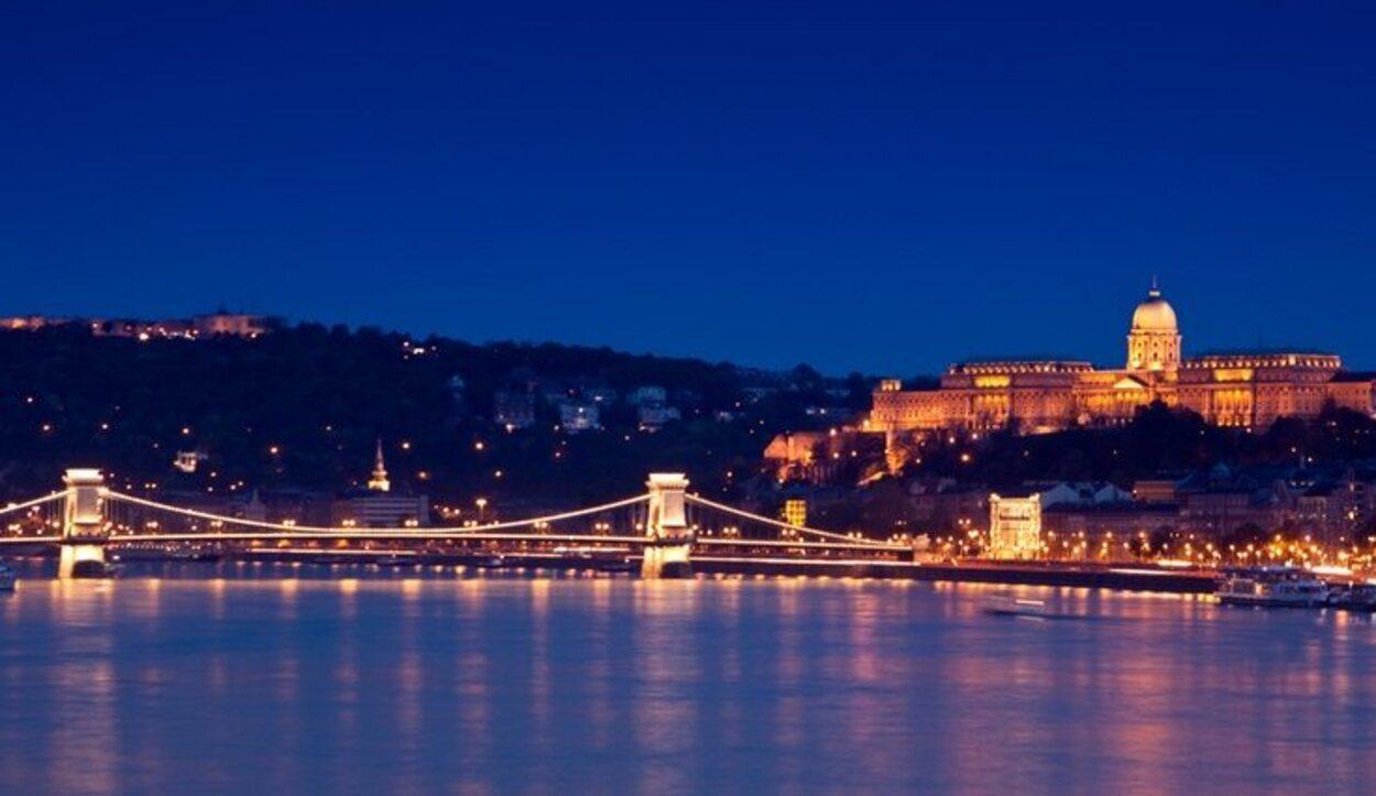 Recorrer de noche el Danubio es una experiencia muy recomendable