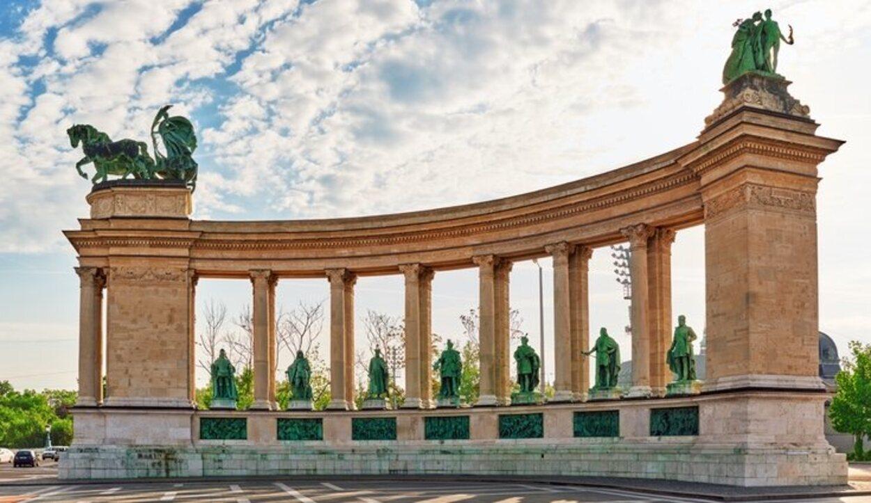 La Plaza de los Héroes rememora a las siete tribus que fundaron Budapest