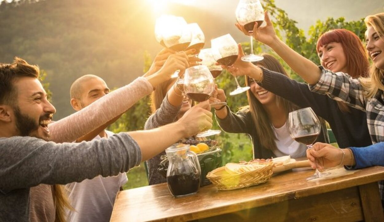 En la feria Riberjoven se pueden degustar vinos de todas las clases, acompañados de pinchos o tapas