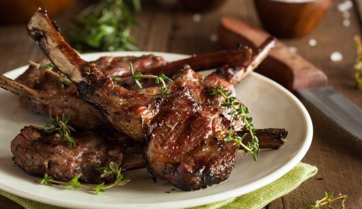 El lechazo es un delicioso plato de Peñafiel, hecho a base de cordero asado