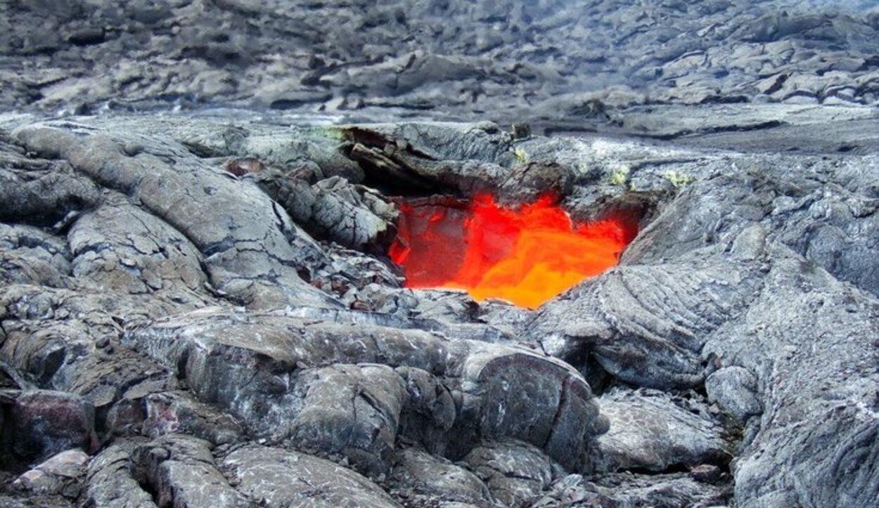 Los flujos de la lava del volcán activo Kilauea