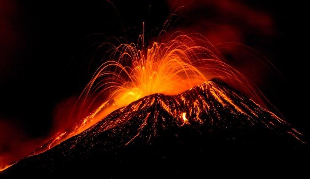 El volcán Etna en Erupción en 2015