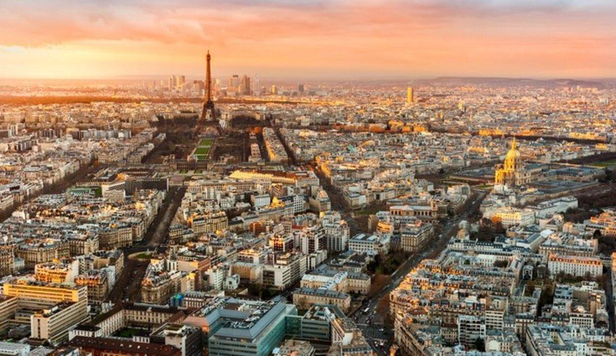Desde el Arco del Triunfo se puede tener una bonita imagen del skyline de la ciudad