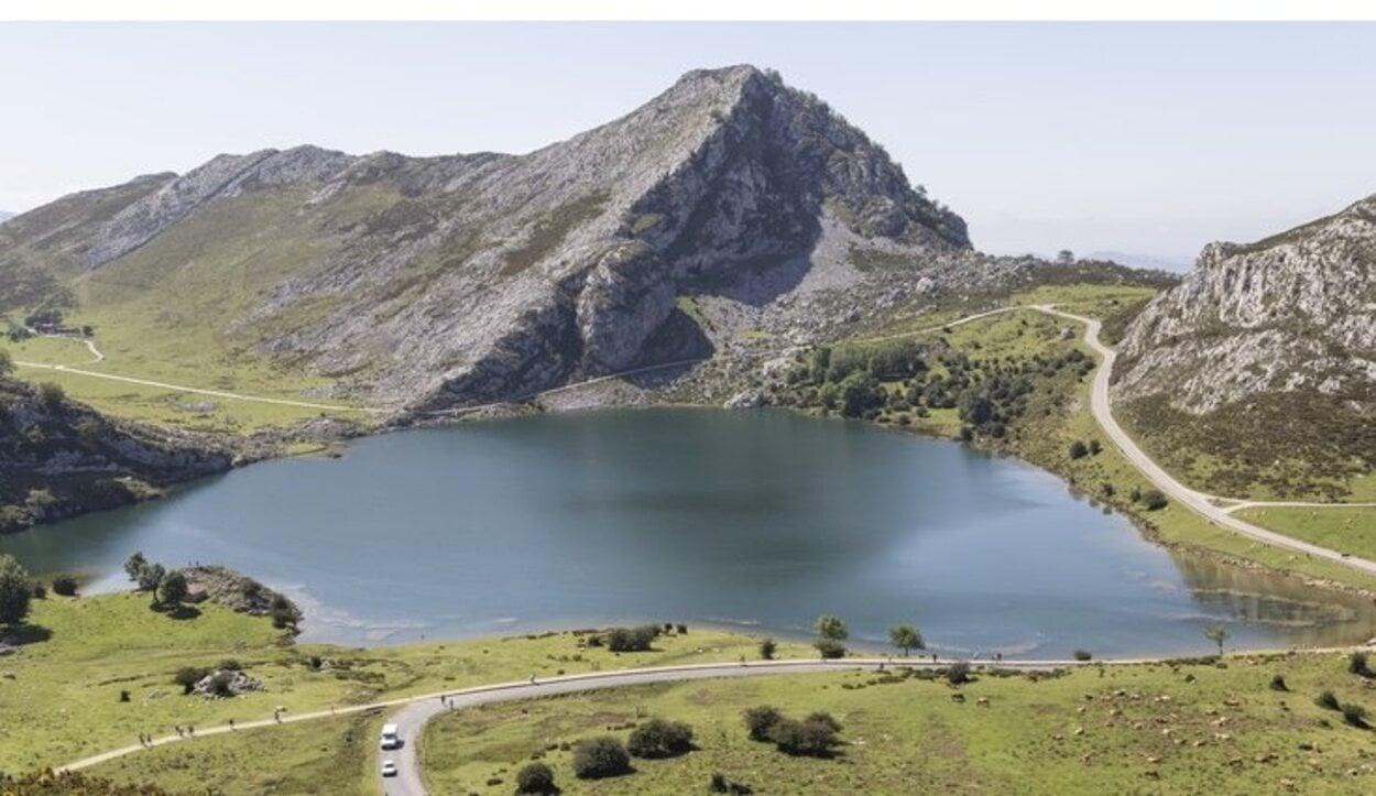 Para poder llegar a Los Lagos de Covadonga hay que dirigirse a Cangas de Onís