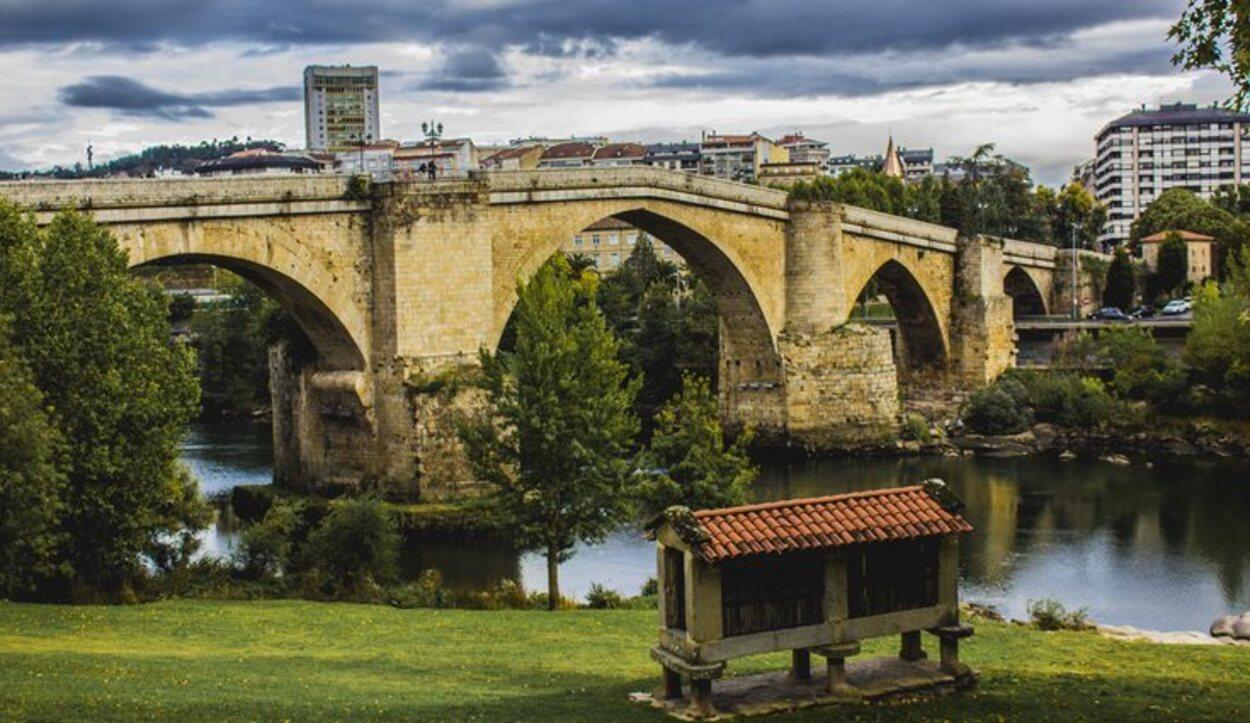 A Ponte Vella fecha del siglo XII aunque fue reconstruido en el XVII