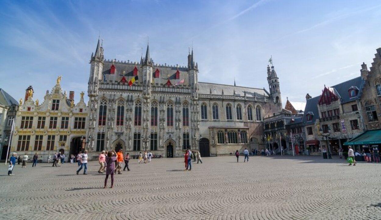 La Plaza Burg es donde están situados el Ayuntamiento y el palacio de Justicia