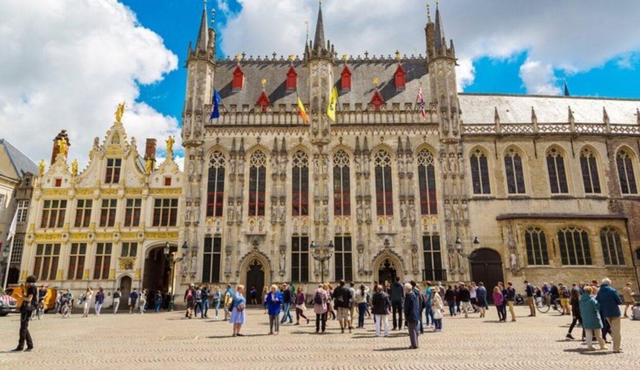 Stadhuis es uno de los edificios más atractivos de Brujas