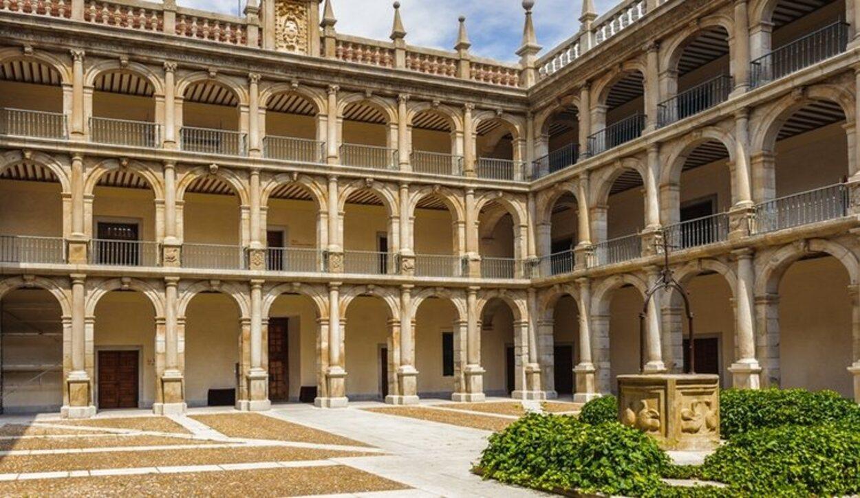 Uno de los patios de la Universidad de Alcalá