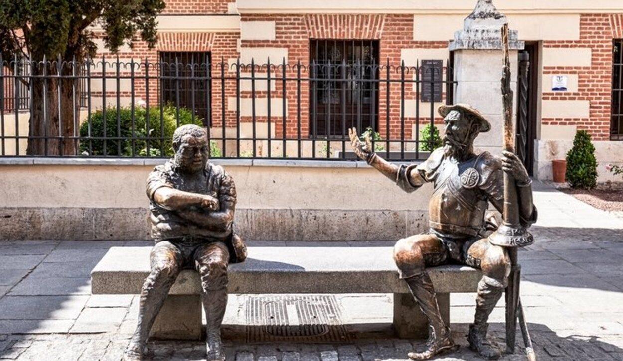 Las estatuas de Don Quijote y Sancho Panza en las que los turitas siempre se hacen fotos
