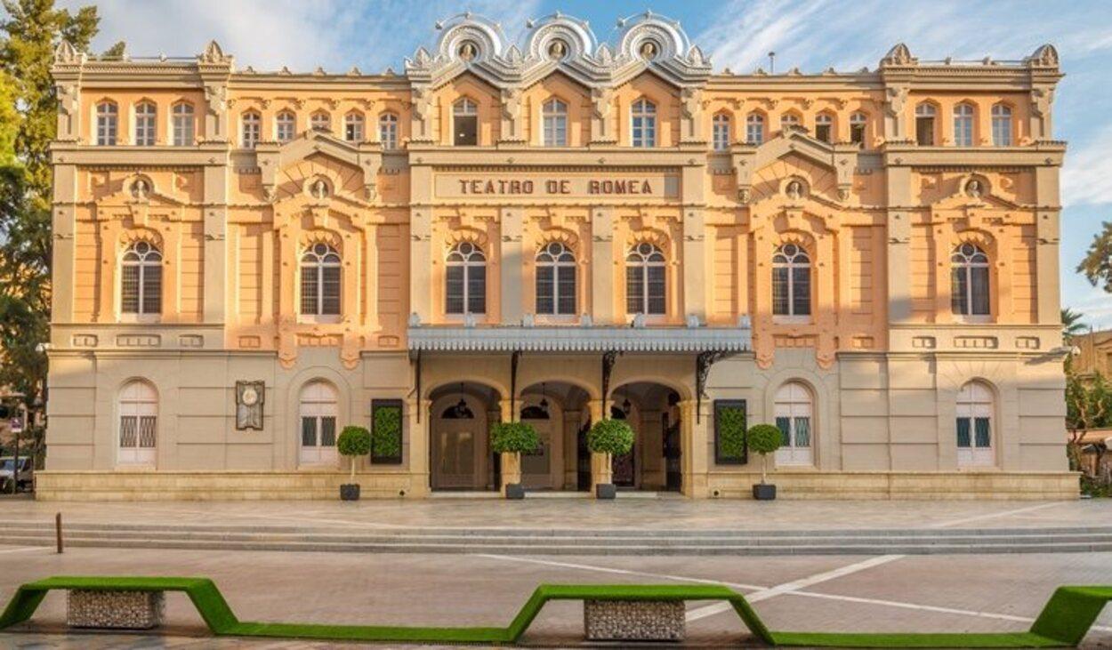 Fachada del Teatro Romea