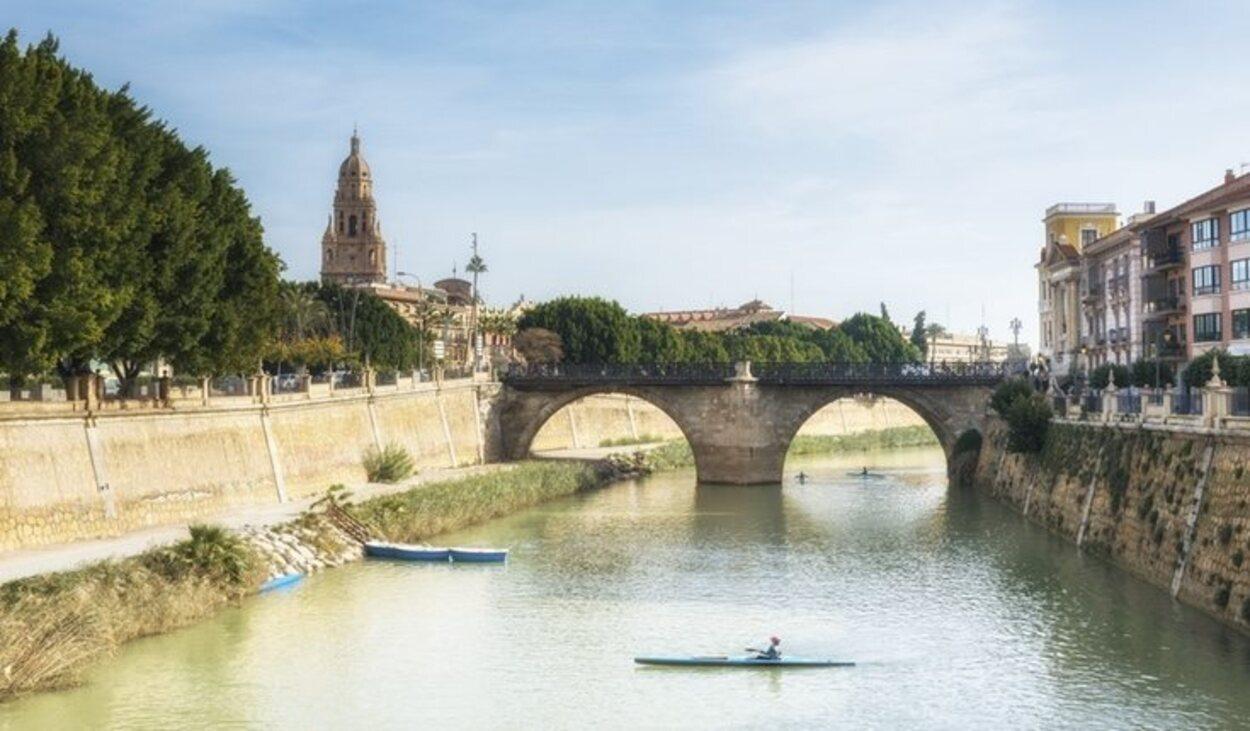 El Puente de los Peligros con la Catedral de Murcia al fondo