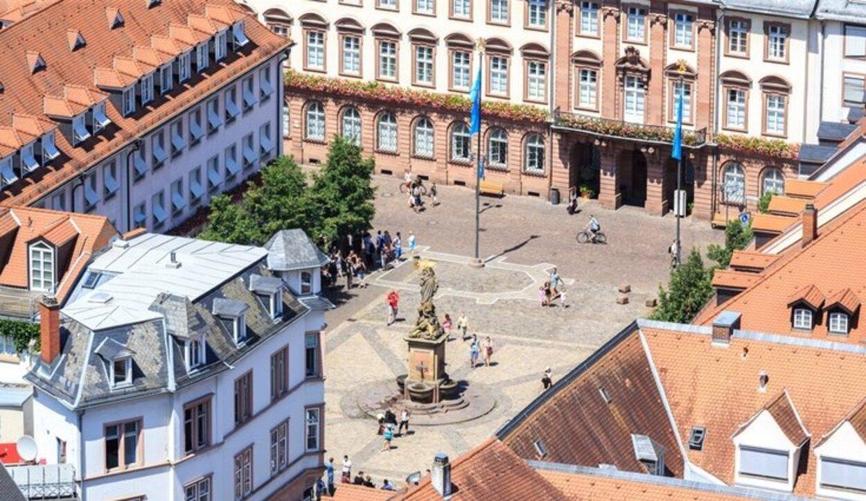 La plaza en frente de la Universidad de Heidelberg