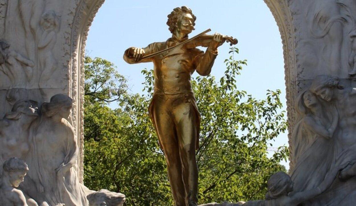 La famosa estatua de Strauss