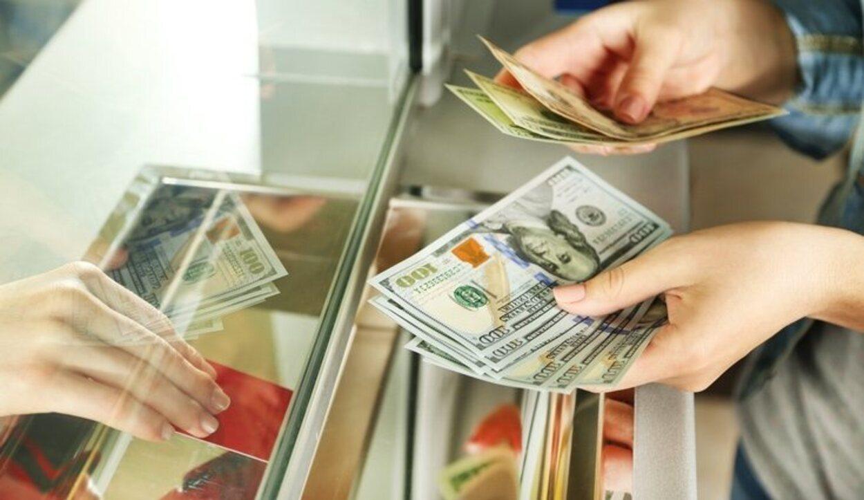 Lo mejor es acudir a unas bancarias para cambiar el dinero